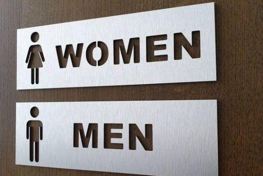 указатели, навигационные таблички, таблички на туалет