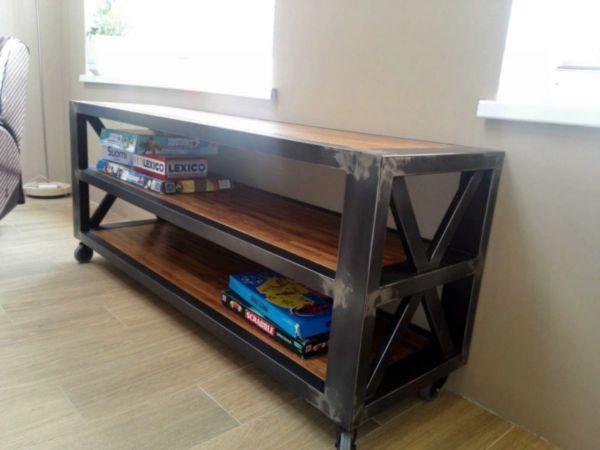 Консоль и журнальный стол в стиле лофт в процессе производства 26