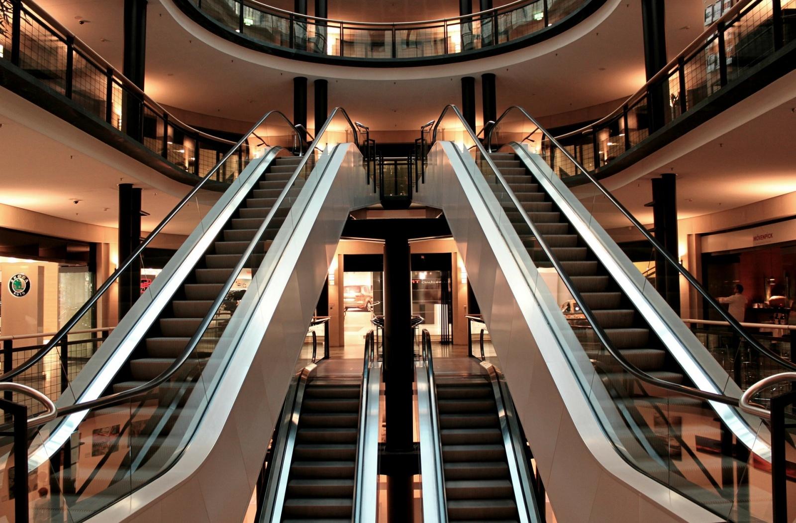 Облицовка эскалаторов в бизнес центрах