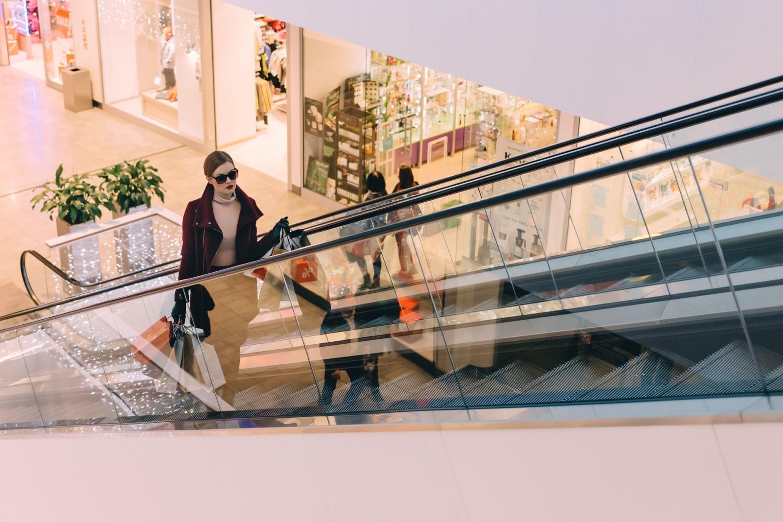 Обшивка эскалаторов в торговых центрах