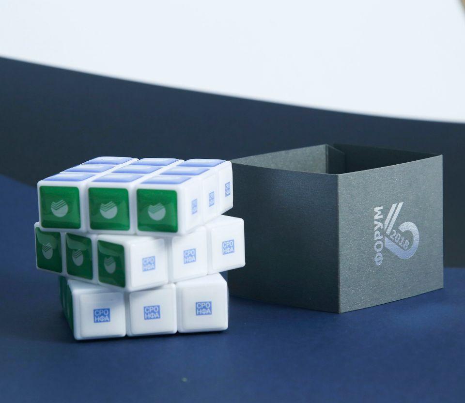 кубик-рубика с логотипом