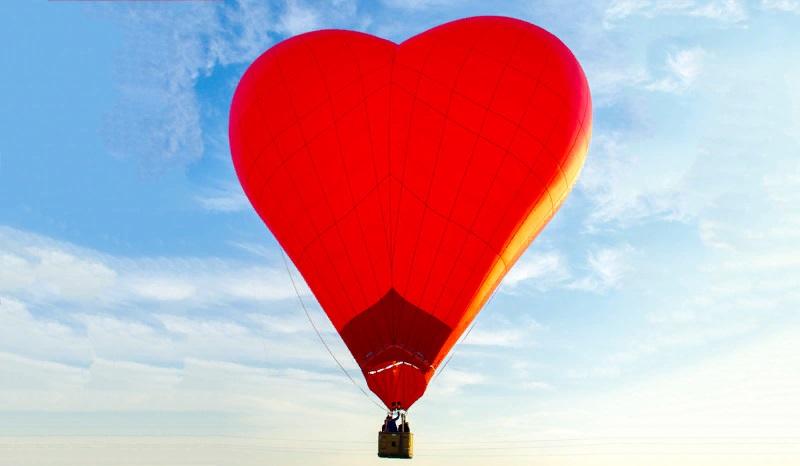Где полетать на воздушном шаре с корзиной в форме сердца Символ Любви