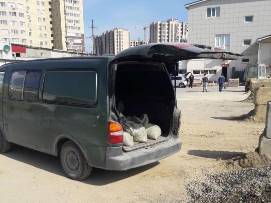 поставка серого песка микроавтобусом в мешках