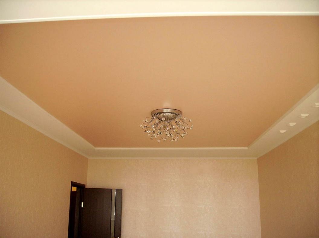 Белый натяжной потолок матовой фактуры в квартире Санкт-Петербурга