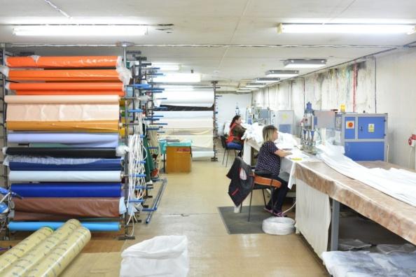 Приварка гарпуна к натяжному потолку пвх фото производственного цеха