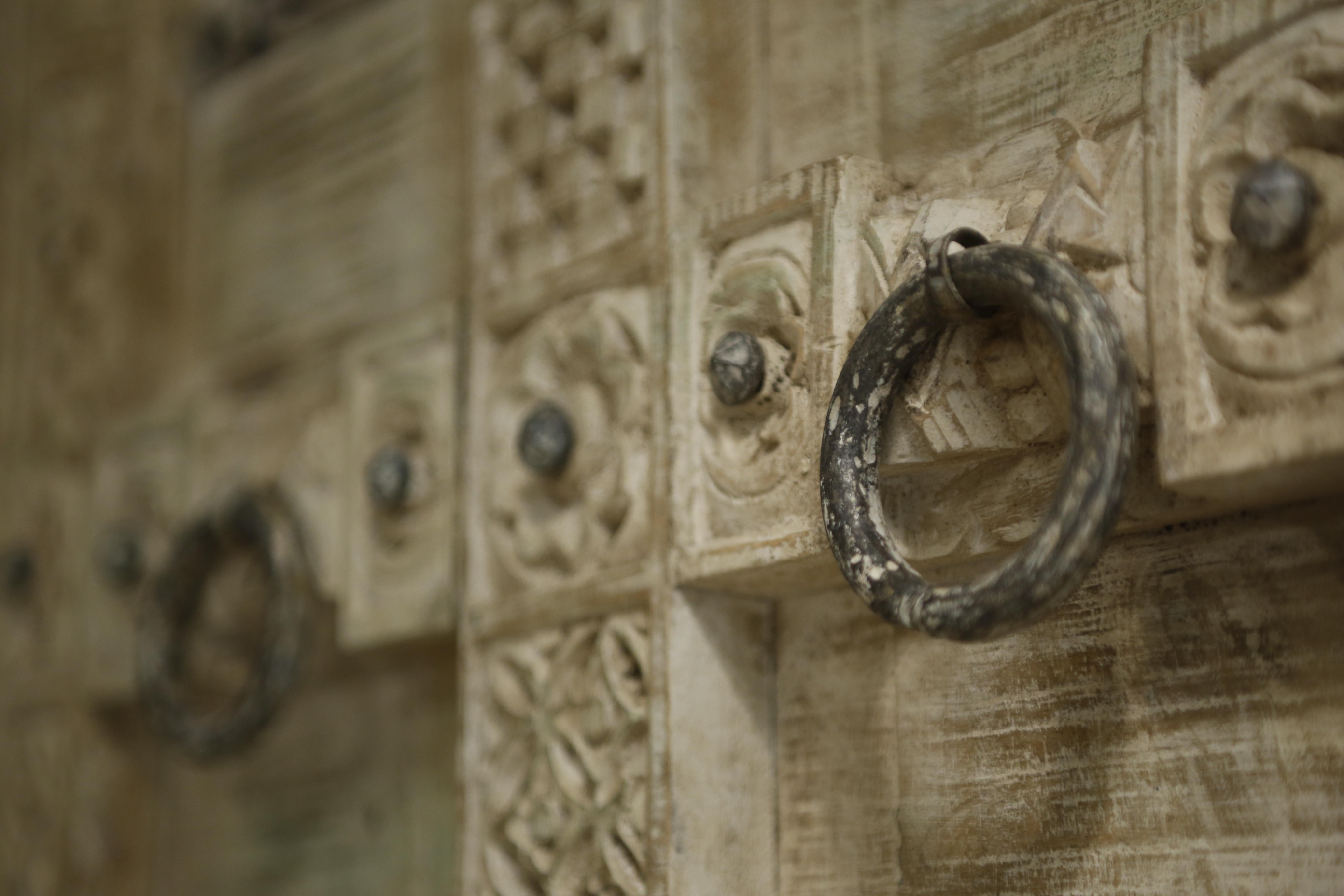 """картинка Шкаф деревянный с метал. отделкой М24 от магазина """"Бохо-Деко"""""""