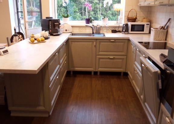 Кухня с островом в загородном доме_ изготовитель АСВ ПФ
