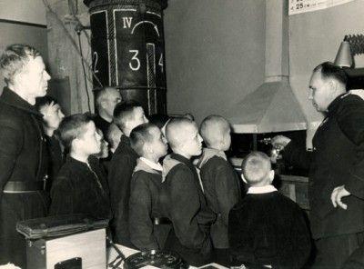 Посещение ПИС юными пионерами-дружинниками (фото 1957 г.)