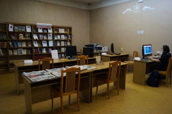 Детская библиотека № 141 (Бакинская, 15)