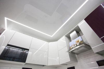 Над кухонным гарнитуром