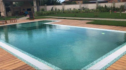 Переливной бетонный дизайнерский бассейн