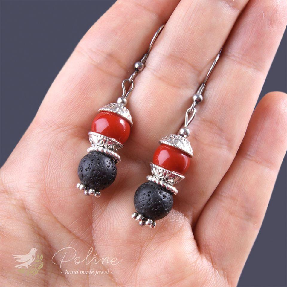 Серьги «Ирина» Серьги выполнены с бусинами из окаменевшей лавы и стекляными бусинами. Длина 5 см.