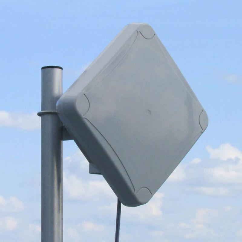 Широкополосная панельная антенна
