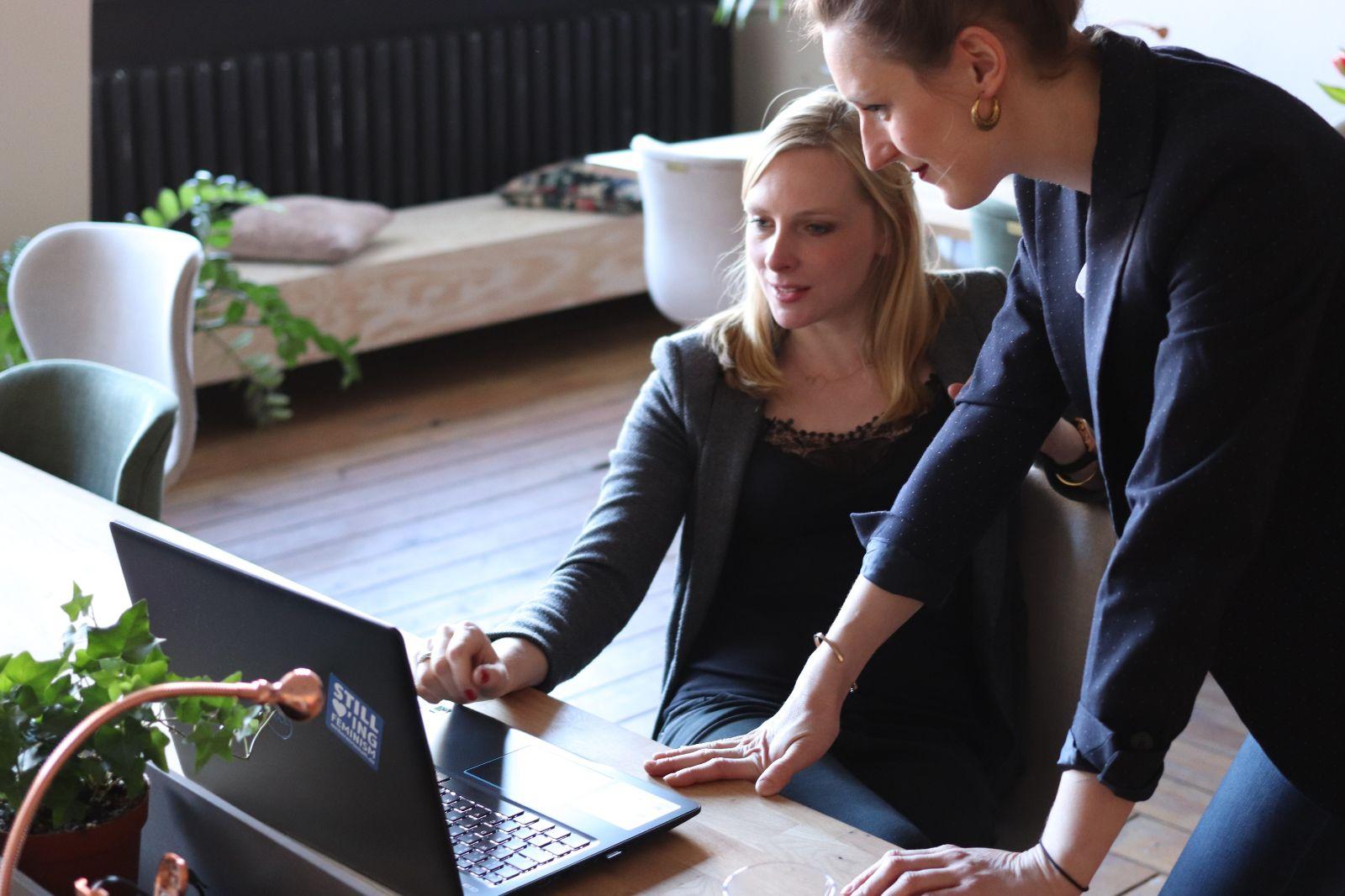 Абонентское юридическое обслуживание и сопровождение бизнеса представляет собой комплексное обслуживание юридических лиц, в рамках которого для Заказчика выполняется претензионно-исковая работа, разработка и согласование договоров, экспертиза договоров, претензионная работа с поставщиками, претензионная работа по 44-ФЗ, представляются консультации по юридическому сопровождению бизнеса и оказывается помощь в проведении переговоров по коммерческим вопросам.
